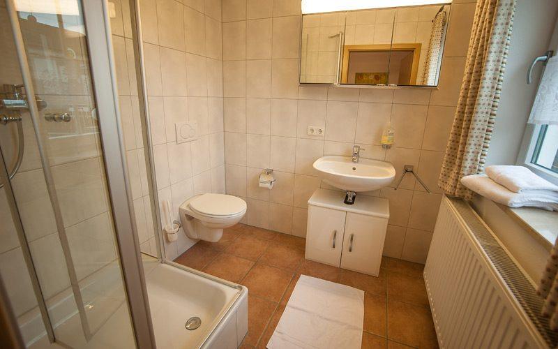 Das Bad im Einzelzimmer der Pension